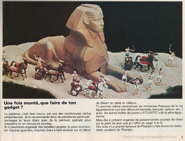 Page 3 from issue 446 Pif Gadget showing a diorama featuring pieces from the Eygyptian sets.